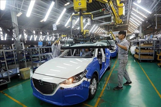 Automobile producers struggle with lack of microchip hinh anh 1