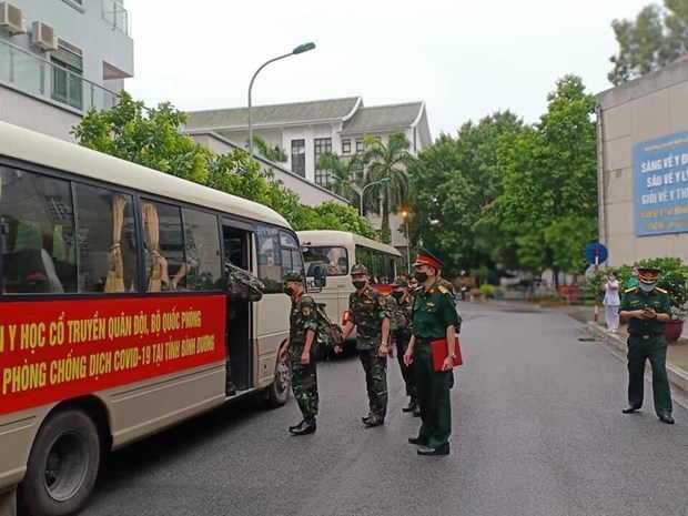 Another COVID-19 treatment hospital sets off to support southern localities hinh anh 2