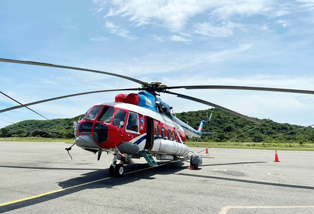 Helicopter carrying COVID-19 vaccine to Con Dao island hinh anh 1