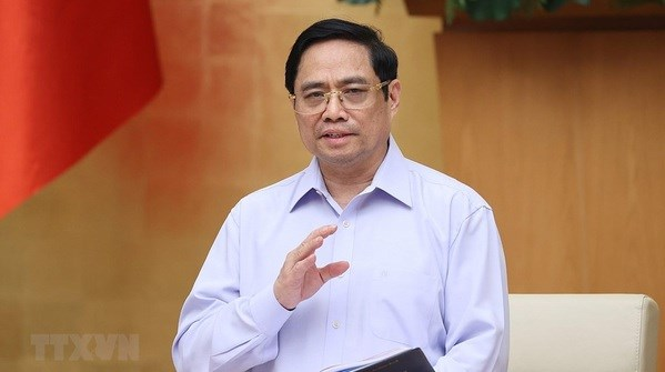 PM complements frontline forces in COVID-19 fight hinh anh 2