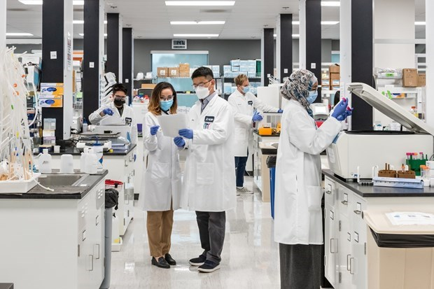 Vingroup receives mRNA COVID-19 vaccine production technology hinh anh 1