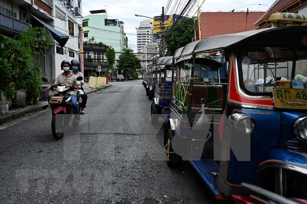 Thai economy likely to lose over 12 billion USD due to lockdown extension hinh anh 1