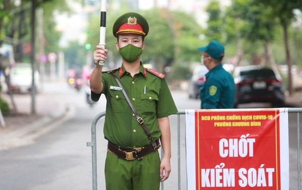 Hanoi asks local residents not to move outside during social distancing period hinh anh 1