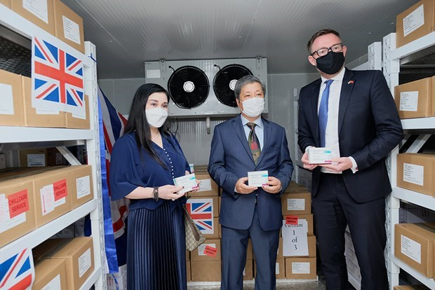 Vietnam receives additional 415,000 COVID-19 vaccine doses donated by UK Government hinh anh 1