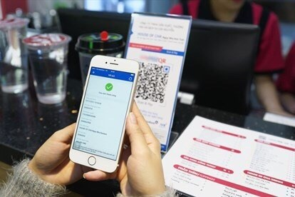 COVID-19 forces banks to accelerate digital transformation hinh anh 1