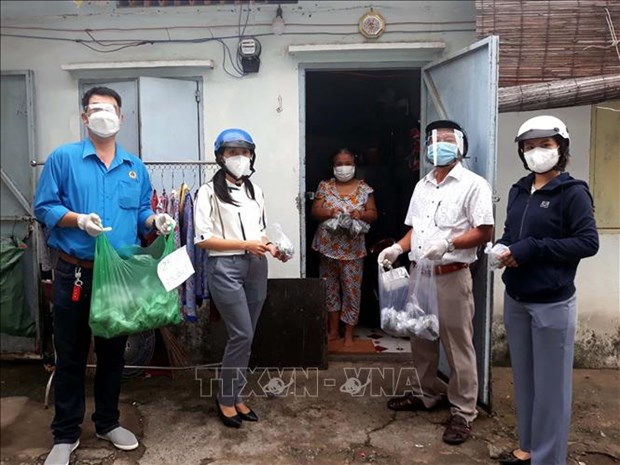 HCM City to give extra financial aid to pandemic-hit residents hinh anh 1