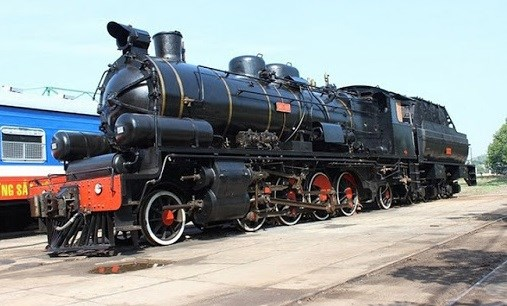 Tourists to have more experience by travelling on trains with steam engines hinh anh 1