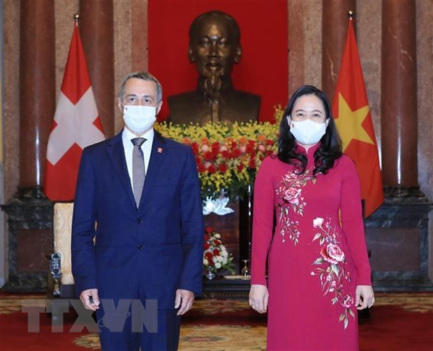Vice President Vo Thi Anh Xuan hosts reception for Swiss counterpart hinh anh 1