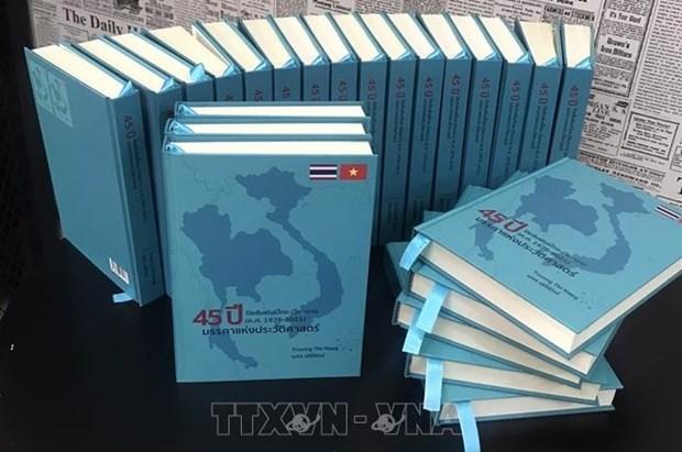 Bilingual book highlighting Vietnam-Thailand ties debuts hinh anh 1
