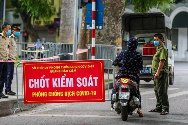 COVID-19: Hanoi extends social distancing until August 23 hinh anh 1