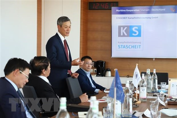 Vietnamese ambassador seeks to expand ties with German state hinh anh 2