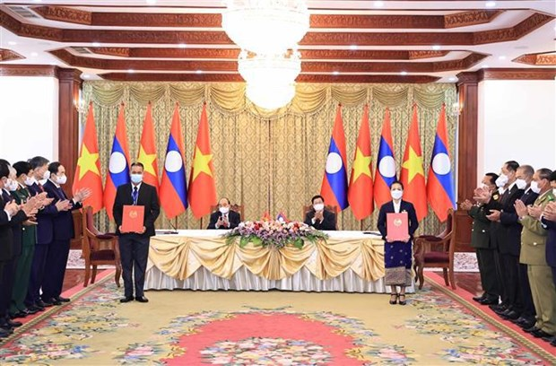 Top priority given to enhancing special Vietnam-Laos ties: Leaders hinh anh 2