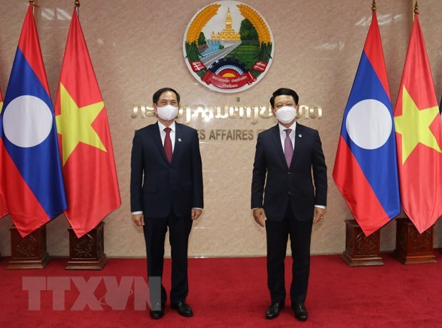 Vietnamese, Lao ministries, commissions forge cooperation hinh anh 1