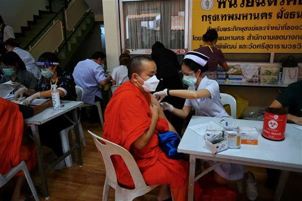 Thailand speeds up vaccinations for target groups hinh anh 1