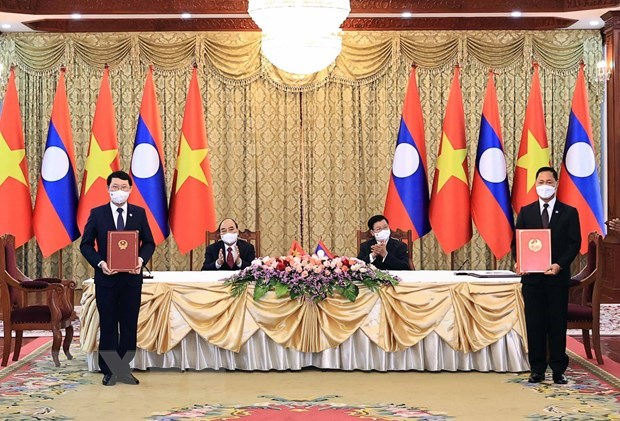 Vietnamese, Lao provinces seek to deepen cooperative ties hinh anh 1