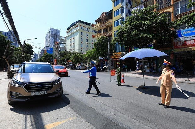 Hanoi tightens control of travel permits during social distancing hinh anh 1