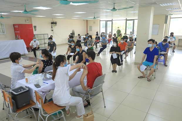 Health Minister asks for readiness for vaccination as vaccines come in droves hinh anh 1