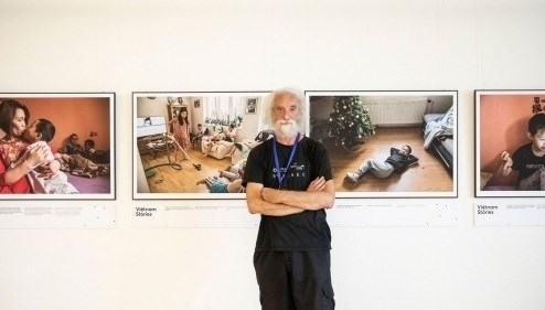 Photo exhibition spotlights life of Vietnamese expats in Czech Republic hinh anh 1
