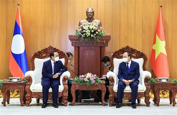 Vietnamese State leader meets with Lao Vice Presidents hinh anh 1