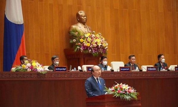 Vietnamese State leader meets with Lao Vice Presidents hinh anh 3
