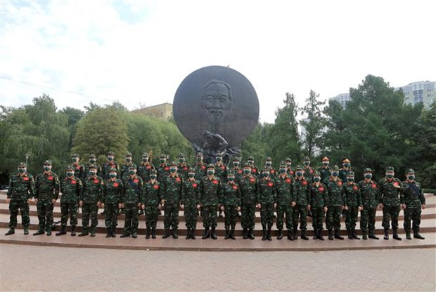 Vietnamese team pays tribute to President Ho Chi Minh ahead of Army Games hinh anh 1