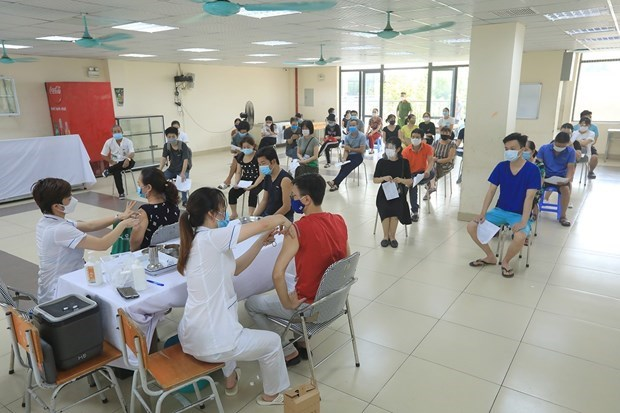 VN administers record 1.4m doses of COVID-19 vaccine on Aug. 10, total crosses 11m mark hinh anh 1