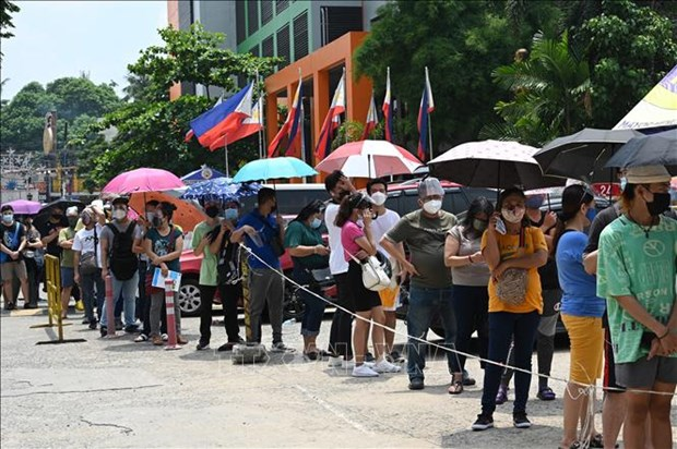 Philippines hands out cash to poor people during COVID-19 lockdown hinh anh 1