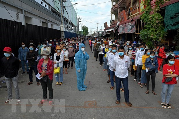 New COVID-19 cases decline in Cambodia, rise in Laos hinh anh 1