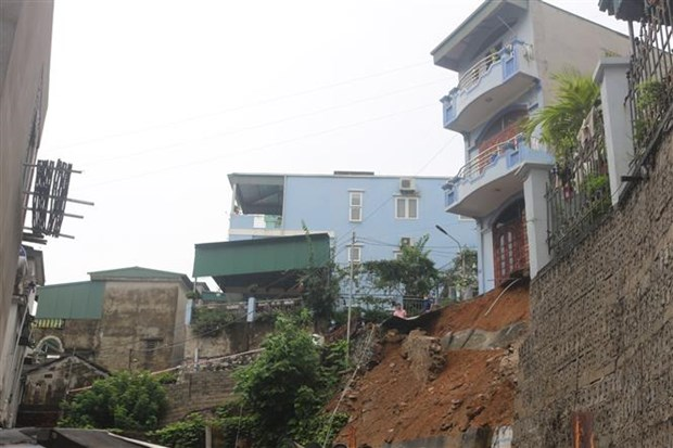 Rain-induced landslide claims three lives in Quang Ninh hinh anh 1