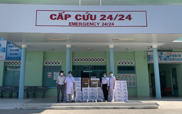 Young entrepreneurs' association donates ventilators to COVID-19 affected localities hinh anh 1