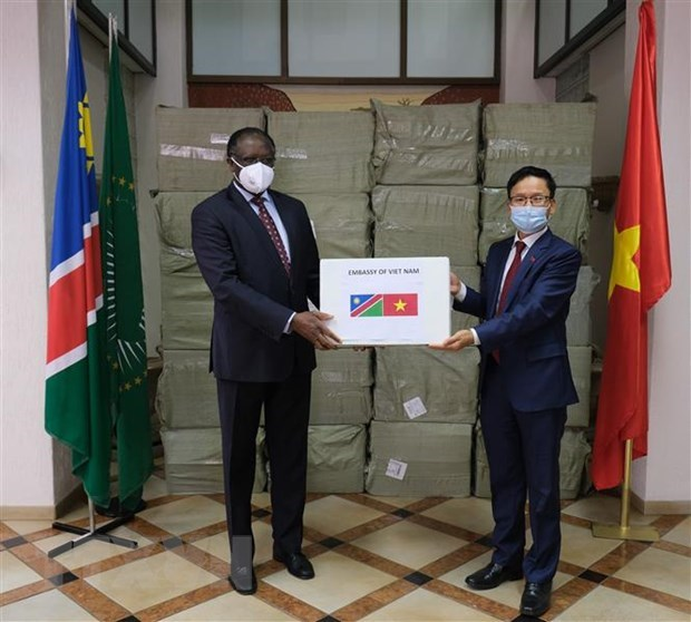 Vietnamese people assists African countries in COVID-19 combat hinh anh 1