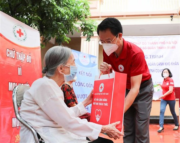 Hanoi Red Cross Society supports pandemic-hit people hinh anh 1
