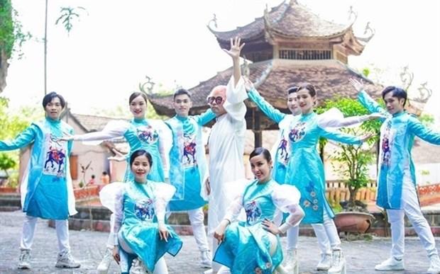 Korean sings Vietnamese in new music video hinh anh 1