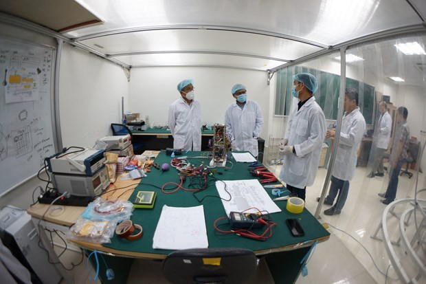 Vietnam's sea observation satellite completes final test in Japan hinh anh 2