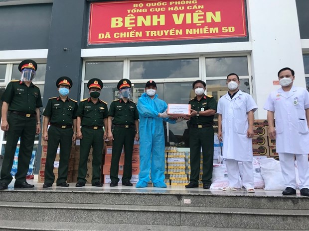 South Africa's Honorary Consul assists military hospitals in COVID-19 combat hinh anh 1