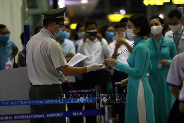 Flight crew required to be fully vaccinated for work starting September 1 hinh anh 1