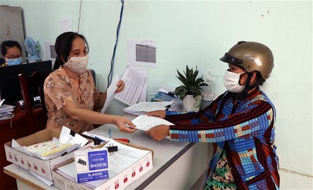 Nearly 40 million USD in relief aid given to freelancers in 19 southern localities hinh anh 1