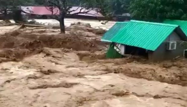 Flash floods in Malaysia leave seven dead and missing hinh anh 1