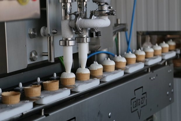 Russia exports second batch of ice cream to Vietnam hinh anh 1