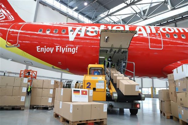 Vietjet Air flight transports relief goods from Germany to HCM City hinh anh 2