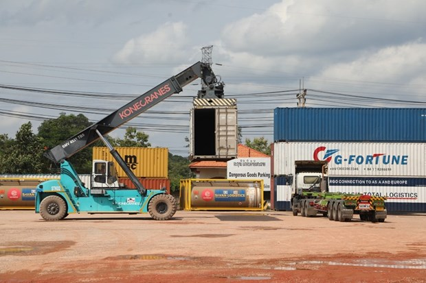 Laos reports 100 million USD trade deficit in July hinh anh 1