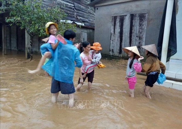 Vietnamese children vulnerable to air pollution, flooding: UNICEF report hinh anh 1