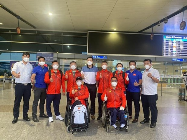 Vietnamese athletes arrive in Japan, ready for Tokyo Paralympics hinh anh 2