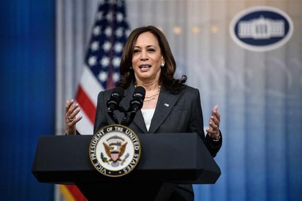 US Vice President Harris heads to Singapore, Vietnam hinh anh 1