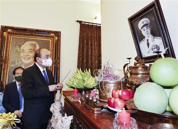 President offers incense to Gen. Vo Nguyen Giap hinh anh 1