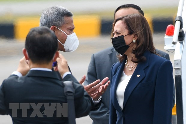 US Vice President arrives in Singapore hinh anh 1