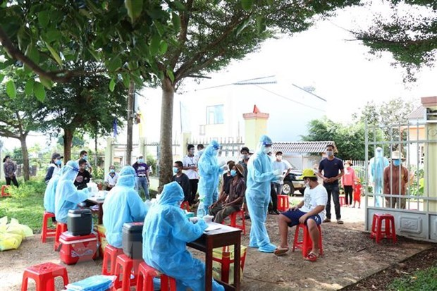 Vietnam logs additional 10,280 COVID-19 cases hinh anh 1