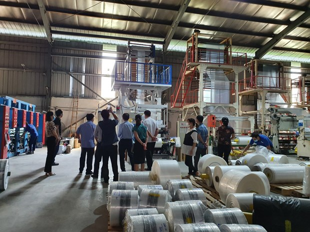 Vinh Phuc supports industrial production facilities improve productivity, products' quality hinh anh 1