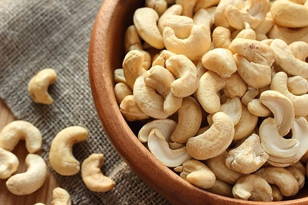 More Japanese consumers prefer Vietnamese cashew nuts hinh anh 1