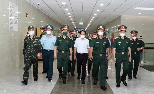 Deputy PM inspects COVID-19 prevention, control at Military Hospital 175 hinh anh 1